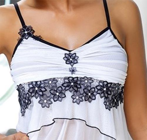 Bílá dámská košilka s černou krajkou
