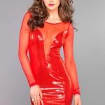 Částečně průhledné červené pajetkové šaty