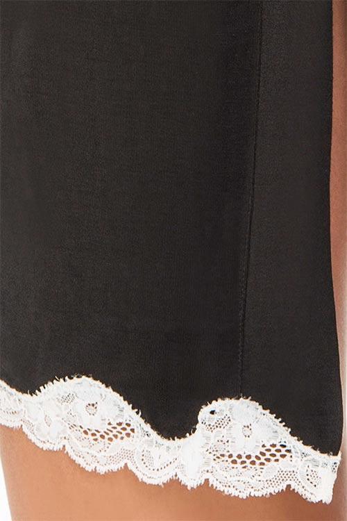Černé spodní prádlo s bílou krajkou