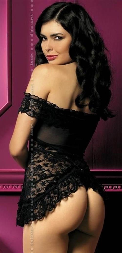 Erotická košilka odhalující ramena i zadek